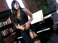 Scorching hot Lisa Ann shows off her amazingly hot body