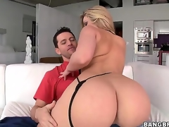 Mesmerizing blond Alexis Texas shocks us with her huge and curvaceous sweet ass! This lady has excellent body, thats flawless for doggystyle fucking actions because of this excellent ass!