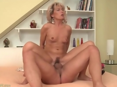 Tight mom vagina bounces on big young dick