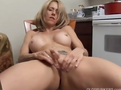 Hot MILF has a wet pussy