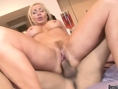 Blonde cougar babe Lisa DeMarco getting slammed in her trimmed pussy and jizzed in her mouth