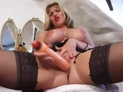 British milf in a fun tease of her sexy body